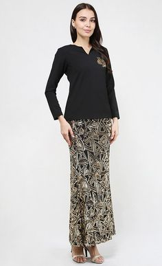 Kalista Kurung in Black and Gold Model Kebaya, Batik Fashion, Brokat, Kaftan, Lace Skirt, Fashion Beauty, Traditional, Eid, Blouse