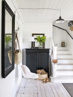 Black Wood Cabinet In Modern Entry Way / Sfgirlbybay Schlafzimmer,  Wohnzimmer, Dachgeschoss, Hauseingang