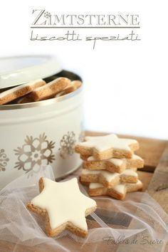 Gli Zimtsterne sono dei biscotti tipici Natalizi con classica forma a stella. A base di farina di mandorle, albume e cannella. Strepitosi, uno tira l'altro.