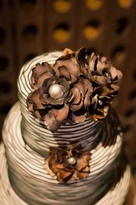 Farm To Table Influences For Small Metropolitan Weddings With Low Fuss Modern Couples Chocolate Delight, I Love Chocolate, Chocolate Pictures, Chocolate Cakes, Chocolate Brown, Espresso And Cream, Espresso Cake, Burns Photography, Beaux Desserts