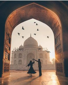Isn't the Taj Mahal beautiful! Travel couple goals created by ↡ M… – Most Beautiful Places in the World Places To Travel, Travel Destinations, Places To Go, Taj Mahal, Mekka Islam, Couple Photography, Travel Photography, World Photography, Flying Photography