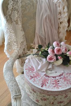 lace roses and hatbox
