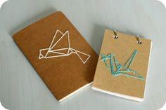 Un DIY pour personnaliser ses carnets avec un motif d'origami brodé.
