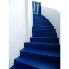 Stairway to heaven? Pantone Azul, Pantone 2020, Pantone Color, Kind Of Blue, Blue And White, Bleu Cobalt, Bleu Indigo, Stairway To Heaven, Color Of The Year