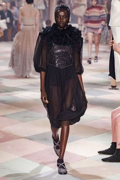 Christian Dior Spring 2019 Couture Fashion Show - Vogue Dior Haute Couture, Christian Dior Couture, Style Couture, Couture Fashion, Runway Fashion, Collection Couture, Fashion Show Collection, Star Fashion, High Fashion