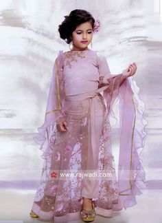 Girls Trouser Suit with Dupatta Baby Frock Pattern, Frock Patterns, Stylish Dress Designs, Stylish Dresses, Fashion Dresses, Kids Party Wear Dresses, Cute Girl Dresses, Mom Daughter Matching Dresses, Silk Anarkali Suits