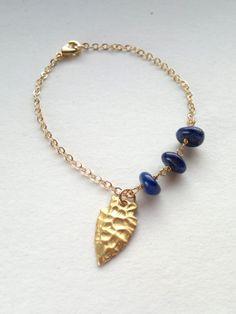 Gold Charm Bracelet Arrowhead Bracelet Lapis by SinusFinnicus, €10.60