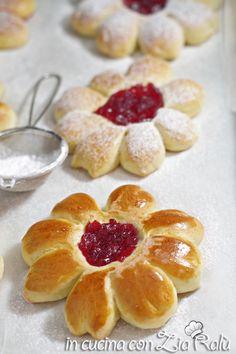 Fiori di pasta brioche soffici - In cucina con Zia Ralù Zia, Cooking With Kids, Biscotti, Delish, Cereal, Peach, Pasta, Candy, Breakfast