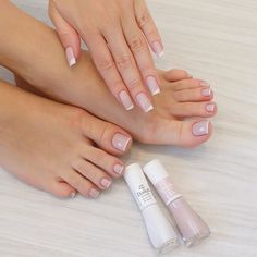 Want to know how to do gel nails at home? Learn the fundamentals with our DIY tutorial that will guide you step by step to professional salon quality nails. Gel Toe Nails, Feet Nails, Pretty Toe Nails, Cute Toe Nails, French Pedicure, Manicure E Pedicure, French Tip Toes, Joy Nails, Toe Nail Color