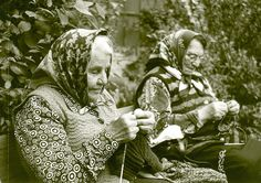 Knitting ladies by leon hart