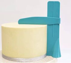 Struggle to make smooth cakes? Make your cakes super smooth with the BakersTech™ Cake Polisher! Bakers are calling this one of the best tools for cakes. Feature