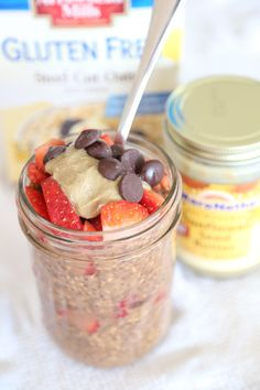 Chocolate Covered Strawberry Overnight Oats // Made with @Arrowhead Mills Gluten Free Steel Cut Oats & #Maranatha Sunflower Seed Butter!