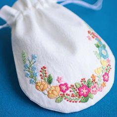* . カラフルフラワーの巾着🌼🌸 . . #刺繍#手刺繍#ステッチ#手芸#embroidery#handembroidery#stitching#needlework#자수#broderie#bordado#вишивка#stickerei
