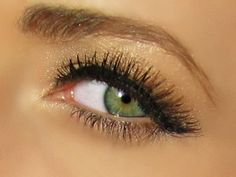 #Makeup Tips for Green Eyes - gold shimmer eye shadow really makes green eyes pop!