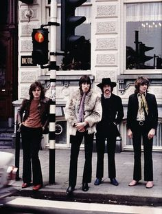 Pink Floyd in From left to right-David Gilmour, Roger Waters, Nick Mason, and Richard Wright. David Gilmour, Pop Rock, Rock N Roll, Great Bands, Cool Bands, Musica Punk, The Dark Side, Rock Y Metal, Richard Wright