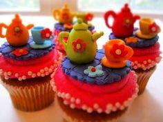 Curso de Fondat,  Cupcakes y Big Cupcake : CURSO DE BIG CUPCAKE Y CUPCAKES CON FONDANT Y BETÚN DE MANTEQUILLA    La fechas programada es:  2 de Junio de 10 a 3 (Sábado    En este curso aprendes:   A elaborar el pan de los cupcakes (chocolate)  A elaborar el pan del big cupcake (mantequilla)  A elaborar el capacillo comestible para el big cupcake  A elaborar el betún de mantequilla  A elaborar el fondant paso a paso  Y hacemos decoraciones variadas, cada quien elije que quiere hacer!!