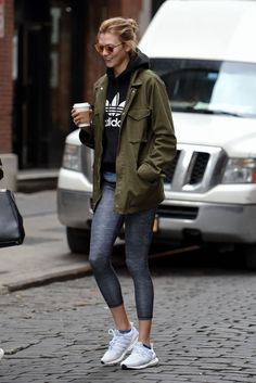 7 Karlie Kloss's Best Athleisure Looks To Inspire Your New Year's Gym Resolution