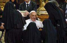 Le monache di clausura scomunicano Renzi: voteranno per il No, il loro motivo (a cui non pensate) è più che valido - http://www.sostenitori.info/le-monache-clausura-scomunicano-renzi-voteranno-no-motivo-cui-non-pensate-chiaro/262219