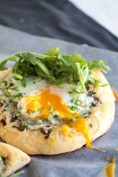 Spring Veggie Breakfast Mini Pizzas