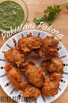 This Pakistani pakora recipe makes crunchy, spicy, buttery delicious pakora (potato fritters). The best you've ever eaten, guaranteed! Halal Recipes, Veggie Recipes, Lunch Recipes, Indian Food Recipes, Asian Recipes, Appetizer Recipes, Cooking Recipes, Appetizers, Iftar Recipes Pakistani