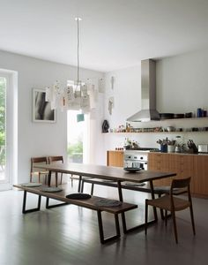 dining room in the kitchen of the Week: A Scandi Design in Brooklyn Classic Kitchen, New Kitchen, Brooklyn Kitchen, Kitchen Worktop, Stylish Kitchen, Dining Table In Kitchen, Kitchen Cabinets, Appartement New York, Narrow Dining Tables
