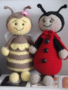 * Free English Translation - Bumble Bee and Ladybird Amigurumi - FREE Crochet Pattern and Tutorial by Brittas Ami Crochet Amigurumi, Amigurumi Patterns, Amigurumi Doll, Crochet Dolls, Crochet Patterns, Crocheted Toys, Crochet For Kids, Crochet Baby, Free Crochet