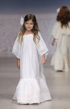 Little Girl Fashion, Toddler Fashion, Kids Fashion, First Communion Dresses, Baptism Dress, Mood Designer Fabrics, Spring Outfits, Kids Outfits, Childrens Pyjamas
