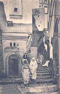 Les Ruelles de la Casbah d'Alger. https://azititou.wordpress.com/2012/06/22/les-ruelles-de-la-casbah-dalger/