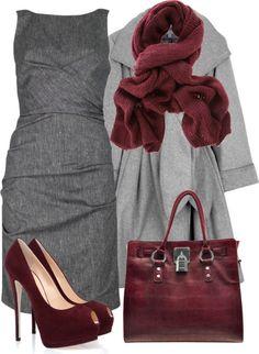 Vestido midi de tubo con manga sisa, color gris. Abrigo swing de lana largo, mismo largo del vestido, color gris. Tacones con plataforma y peep toe, de ante burdeos. Bufanda oversize de color burdeos y bolso del mismo color.