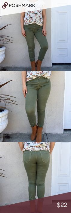 Army green skinny jeans Army green skinny jeans. Low rise  Brand-Zara Size-2  Material- denim  Condition- They been worn more than a couple times so they have their flaws. Still in good condition! Zara Jeans Skinny