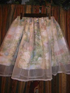 2012.7.8 merucoです!今日はわたしのお気に入りの絵本画家を紹介しております♪また、暑い夏に向けて涼しげなアイテムをたくさんお品出ししました♪大人気のオーガンジースカートも入荷しています!!!
