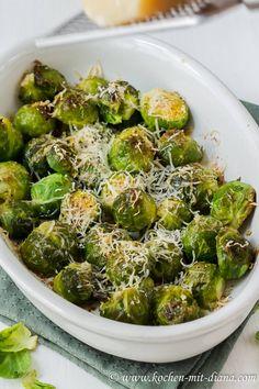 Roasted Garlic Brussel Sprouts, Freezing Brussel Sprouts, Shredded Brussel Sprout Salad, Healthy Brussel Sprout Recipes, Healthy Vegetables, Healthy Salad Recipes, Veggies, Roasted Cauliflower Steaks, Roasted Bacon