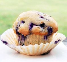 This is a great recipe for Fresh Blueberry muffins from Chocolate Covered Katie. I made six SO DELICIOUS- the recipe is for single muffins! Vegan Sweets, Healthy Sweets, Vegan Desserts, Dessert Recipes, Brunch Recipes, Breakfast Recipes, Clean Breakfast, Single Serve Desserts, Single Serving Recipes