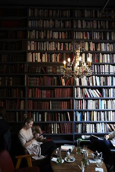 Wall of books in the cafe of Merci, Paris I Love Books, Books To Read, My Books, Dream Library, Library Books, Library Themes, Beautiful Library, Library Design, Merci Paris