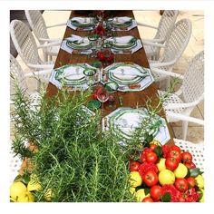 Sextouuu!!!  Com #repost do @casei.com.br  da mesa linda do @andrepedrotti  na mostra de mesas da Artefacto... Amei o arranjo com alecrim limão e tomates frescos! #bibianaexperience #artefactobrasil #mesasdenatal #mesaposta #lardocecasa #natallardocecasa
