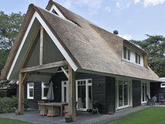 Aannemersbedrijf Wielink: Wilt u een exclusieve rietgedekte witte villa bouwen? Kijk op www.aannemersbedrijfwielink.nl.