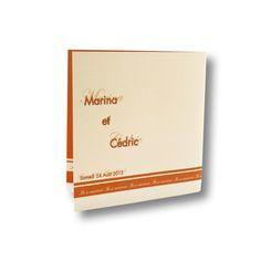 Faire part de mariage format carré avec un pli, réalisé sur du papier satiné et avec du relief