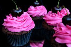 Kakkuviikarin vispailuja!: Kirsikka-suklaa cupcakes