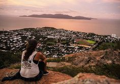 Watching the sun set over the Great Barrier Reef and Magnetic Island was the perfect way to bid farewell to Australia's east coast.  Its not the end of my backpacking adventures here down under though. Next stop: The Australian Outback 🏜🌞 . . .  #townsv