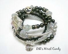 Ying Yang Beaded Bracelet Set by RandRsWristCandy on Etsy, $10.00
