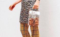 In Kooperation mit Sophia Stolz von Cakeporn by Stolzes gibt's zum Tascherl jetzt gleich noch den Inhalt in Form von Cookies dazu! Voss Bottle, Form, Women, Designer Bags, Pride, World, Woman
