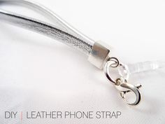 Get recipes, news, craft ideas, stories, and free brand name samples. Diy Leather Goods, Diy Leather Projects, Key Bracelet, Diy Tote Bag, Chain Crossbody Bag, Camera Phone, Leather Chain, Diy Tutorial, Diy Jewelry