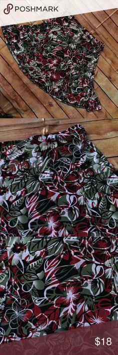 Great flowy skirt - XL - Christmas colors This skirt is so pretty. It is a stretchy material. It is Christmas colors of red and green. The flowers remind you of the tropics but the colors are warm and cozy and festive. It doesn't wrinkle. It's just perfect stephen & casey Skirts