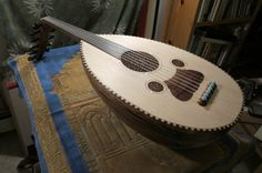 Portfolio - The website of luthier John Vergara Canary Birds, Mandolin, Musical Instruments, Musicals, Website, Medieval, Classic, Unique, Middle Ages