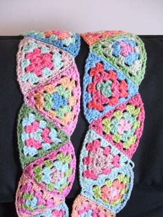 granny triangle scarf....... link to Tutorial: Granny triangle