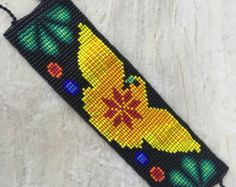 Width: Length without straps: Length WITH straps : This beautiful bracelets are made by huichol people from Nayarit Mexico. Beading Tools, Loom Beading, Peyote Patterns, Beading Patterns, Indian Symbols, Mexican Pattern, Beaded Necklace, Beaded Bracelets, Native American Beadwork