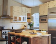 Grey flooring kitchen natural wood cabinets http www for Kitchen colors with white cabinets with 4 murs papier peints