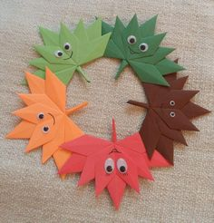 Autumn folding wreath - New Deko Sites Projects For Kids, Crafts For Kids, Little Fish, Vogue Covers, Origami Flowers, Decorating Coffee Tables, Flower Crafts, Upcycle, Paper Crafts