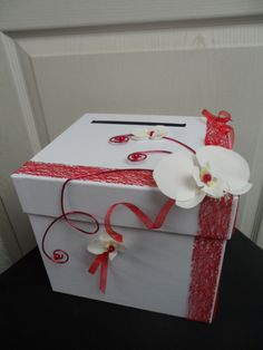Urne pour mariage rouge et blanche avec orchidée : Autres accessoires par sophialaura