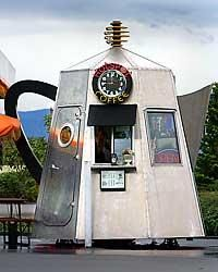 New kiosk for coffee is a watched pot ~ Seattle Times Newspaper The first of the Silvana man's unusual coffee kiosks is open for business along Highway 530 about a block east of Interstate 5 near Arlington, WA. It's easy to spot. Just look for the 12-ft-tall aluminum percolator with steam spewing from the spout. Inside are all the modern conveniences of the average drive-up coffee kiosk. Michael Berg said coffeepot-shape coffee shops were trendy in the 1920s, then faded away. They're back!